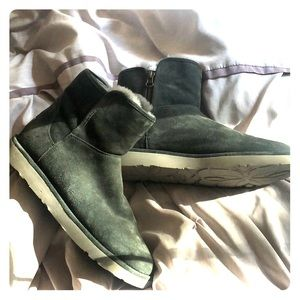 UGG Women's boots  size 9US never worn outside.
